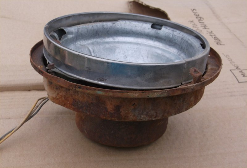 56-ihc-headlight-bucket-3